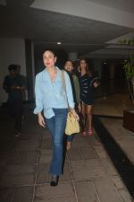 Kareena Kapoor Spotted At Manish Malotra_s House In Bandra on 21st Oct 2018 (20)_5bceb8dfcd534.JPG