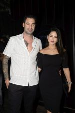 Sunny Leone & Daniel Webber Spotted At B Lounge Juhu on 21st Oct 2018 (13)_5bceb92323fa7.JPG