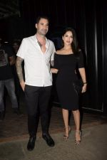 Sunny Leone & Daniel Webber Spotted At B Lounge Juhu on 21st Oct 2018 (19)_5bceb92bae288.JPG