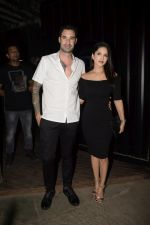 Sunny Leone & Daniel Webber Spotted At B Lounge Juhu on 21st Oct 2018 (8)_5bceb91d7d739.JPG