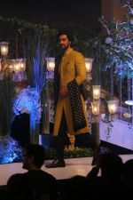 Kunal Kapoor walk The Ramp As ShowStopper For Designer Vikram Phadnis To Showcase Collection Shaadi on 24th Oct 2018 (30)_5bd190a42574d.JPG