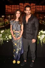 Kim Sharma, Harshvardhan Rane walk The Ramp at The Wedding Junction Show on 26th Oct 2018 (16)_5bd45857ece7a.JPG