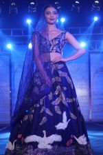Radhika Apte walk The Ramp at The Wedding Junction Show on 26th Oct 2018 (90)_5bd458670a21d.JPG