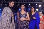 Radhika Apte walk The Ramp at The Wedding Junction Show on 26th Oct 2018 (95)_5bd4587266105.JPG