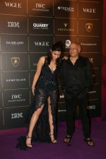 Alia Bhatt, Mahesh Bhatt at The Vogue Women Of The Year Awards 2018 on 27th Oct 2018 (386)_5bd6d0dec887d.JPG
