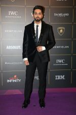 Ayushmann Khurrana at The Vogue Women Of The Year Awards 2018 on 27th Oct 2018 (335)_5bd6d17aa1247.JPG