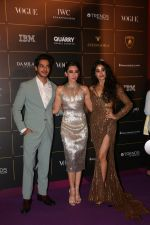 Janhvi Kapoor, Karisma Kapoor ,Ishaan Khattar at The Vogue Women Of The Year Awards 2018 on 27th Oct 2018 (212)_5bd6d227bea15.JPG