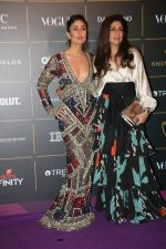Kareena Kapoor at The Vogue Women Of The Year Awards 2018 on 27th Oct 2018 (373)_5bd6d4feadc79.JPG
