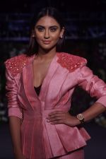 Krystle D�souza Walk The Ramp at The Wedding Junction Show on 27th Oct 2018 (31)_5bd6bd1226f5e.JPG