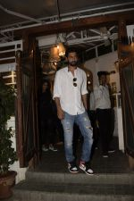 Vicky Kaushal spotted at Fable juhu on 27th Oct 2018 (2)_5bd6a594d797b.JPG