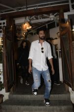 Vicky Kaushal spotted at Fable juhu on 27th Oct 2018 (4)_5bd6a597c6672.JPG