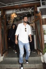Vicky Kaushal spotted at Fable juhu on 27th Oct 2018 (5)_5bd6a59a00953.JPG