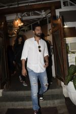 Vicky Kaushal spotted at Fable juhu on 27th Oct 2018 (6)_5bd6a59debad3.JPG