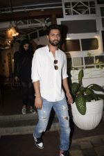 Vicky Kaushal spotted at Fable juhu on 27th Oct 2018 (7)_5bd6a5a09e304.JPG