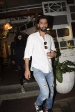 Vicky Kaushal spotted at Fable juhu on 27th Oct 2018 (8)_5bd6a5aca7891.JPG