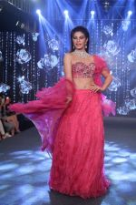 Jacqueline Fernandez The Ramp As ShowStopper For Designer Shehlaa Khan At The Wedding Junction Show on 28th Oct 2018 (25)_5bd82413ca0f2.JPG