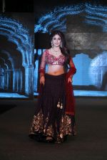 Kritika Kamra Walk The Ramp As ShowStopper For Designer Debarun At The Wedding Junction Show on 28th Oct 2018 (4)_5bd81c5718ce1.JPG