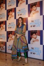 Suzanne Khan at the Launch Of Sanjay Khan_s Book The Best Mistakes Of My Life in Mumbai on 28th Oct 2018 (15)_5bd8213a933b1.jpg