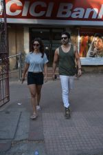 Gurmeet Chaudhary & wife spotted at juhu on 29th Oct 2018 (6)_5bd94be59f58c.JPG
