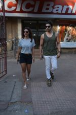 Gurmeet Chaudhary & wife spotted at juhu on 29th Oct 2018 (7)_5bd94be806fd2.JPG