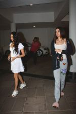 Janhvi Kapoor, Khushi Kapoor Spotted At Manish Malhotra_s House In Bandra on 30th Oct 2018 (11)_5bd95160de11e.jpg