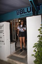 Shriya Saran spotted at Bblunt in bandra on 29th Oct 2018 (3)_5bd94cb71d11c.JPG
