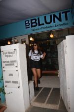 Shriya Saran spotted at Bblunt in bandra on 29th Oct 2018 (4)_5bd94cb923a11.JPG