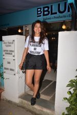Shriya Saran spotted at Bblunt in bandra on 29th Oct 2018 (8)_5bd94cc1763cc.JPG