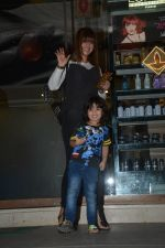 Ayesha Takia Spotted With Son At Freeda Salon In Bandra on 31st Oct 2018 (1)_5bdafeb0a3804.JPG