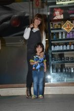 Ayesha Takia Spotted With Son At Freeda Salon In Bandra on 31st Oct 2018 (10)_5bdafecb36f08.JPG