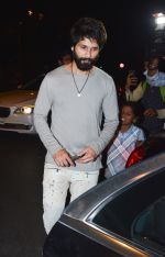 Shahid Kapoor at Ishaan Khattar_s birthday celebration in Bastian, bandra on 31st Oct 2018 (10)_5bdaff63da251.jpg