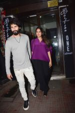 Shahid Kapoor, Mira Rajput at Ishaan Khattar_s birthday celebration in Bastian, bandra on 31st Oct 2018 (17)_5bdaff6e25a78.jpg