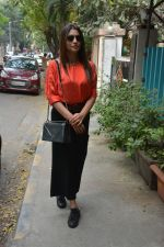 Shriya Saran Spotted At Bblunt In Bandra on 31st Oct 2018 (1)_5bdaff7c0edba.JPG