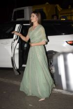 Urvashi Rautela spotted at juhu on 31st Oct 2018 (5)_5bdaffe95038c.JPG