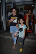Manyata Dutt with daughter Iqra spotted at bandra on 1st Nov 2018 (11)_5bdc193dcff67.JPG
