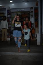 Manyata Dutt with daughter Iqra spotted at bandra on 1st Nov 2018 (8)_5bdc19383700e.JPG