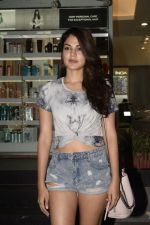 Rhea Chakraborty spotted at Juice khar on 10th Nov 2018 (10)_5be92d6f22481.JPG