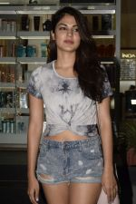 Rhea Chakraborty spotted at Juice khar on 10th Nov 2018 (9)_5be92dc8a7eea.JPG