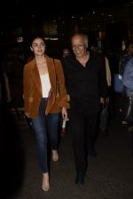 Alia Bhatt, Mahesh Bhatt spotted at airport on 11th Nov 2018 (12)_5bea6fd066c14.JPG