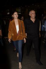 Alia Bhatt, Mahesh Bhatt spotted at airport on 11th Nov 2018 (13)_5bea6fd21f2ca.JPG