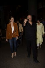 Alia Bhatt, Mahesh Bhatt spotted at airport on 11th Nov 2018 (5)_5bea6fca64f39.JPG
