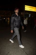 Kunal Kapoor spotted at airport on 11th Nov 2018 (4)_5bea703e493ce.JPG