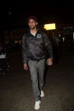 Kunal Kapoor spotted at airport on 11th Nov 2018 (5)_5bea70410bd79.JPG