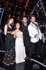 Sara ali khan, Sushant singh Rajput, Neha Kakkar, Manish Paul  at Indian Idol 10 on 12th Nov 2018 (10)_5bea7bb697285.JPG