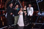 Sara ali khan, Sushant singh Rajput, Neha Kakkar, Manish Paul, Vishal Dadlani at Indian Idol 10 on 12th Nov 2018 (1)_5bea7bbbb8757.JPG