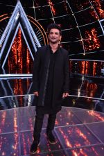 Sushant singh Rajput at Indian Idol 10 on 12th Nov 2018 (2)_5bea7bbf88385.JPG