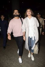 Virat Kohli, Anushka Sharma spotted at airport on 11th Nov 2018 (10)_5bea709b9b868.JPG