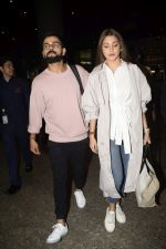 Virat Kohli, Anushka Sharma spotted at airport on 11th Nov 2018 (12)_5bea709d42f16.JPG