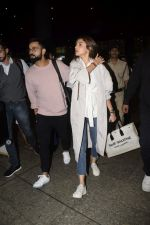 Virat Kohli, Anushka Sharma spotted at airport on 11th Nov 2018 (13)_5bea70dac4ca9.JPG