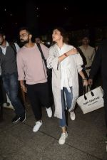 Virat Kohli, Anushka Sharma spotted at airport on 11th Nov 2018 (14)_5bea70dc7fbaa.JPG